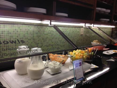 Hyatt-Place-Skillet-Bowls-Station