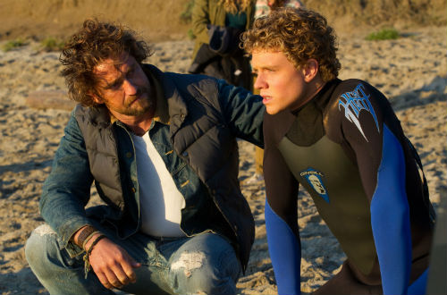 Chasing-Mavericks-Gerard-Butler-Jonny-Weston-beach-scene