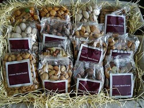 Cherry-Moon-Farms-Christmas-nuts-gift-basket