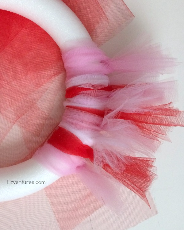 how to make a tulle wreath for Valentine's Day