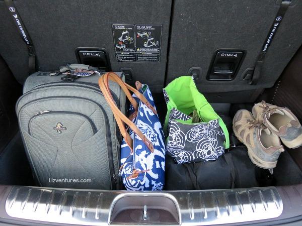 luggage in trunk of 2015 Kia Sedona