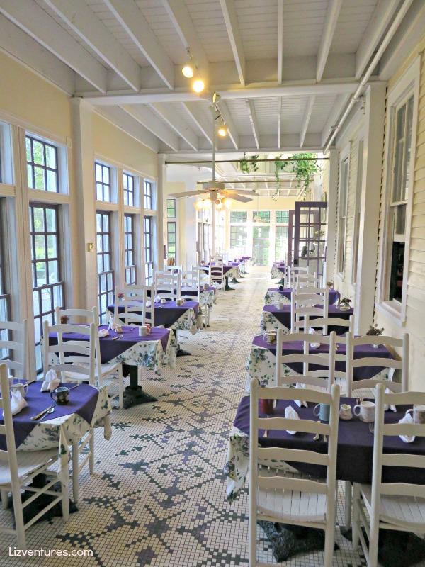 Balsam Mountain Inn - breakfast porch